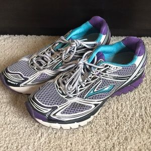 Brooks Ghost running shoes in Very Good Condition